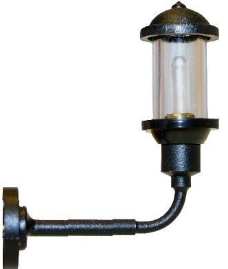 Wandlampe mit schlankem Lampenschirm