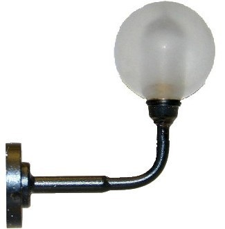 Wandlampe mit Lampenschirm in Kugelform